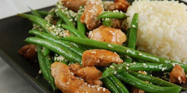 Kuvana, dinstana i zapečena boranija sa piletinom (3 recepta)